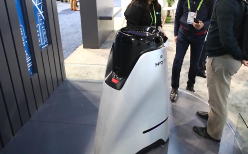 美团亮相2019 CES展示无人配送技术:自主上下电梯送餐的机器人