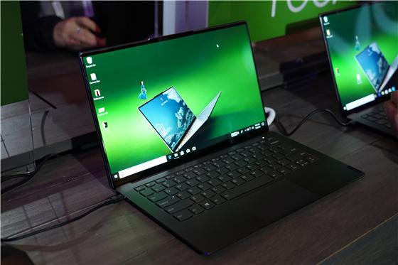 联想发布YOGA S940智能笔记本:全球首款3D玻璃笔记本!