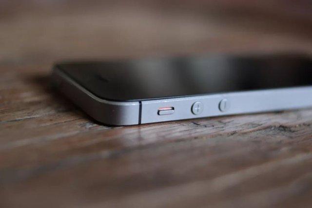 苹果iphone SE正式沦为千元机,只可惜我们买不到!