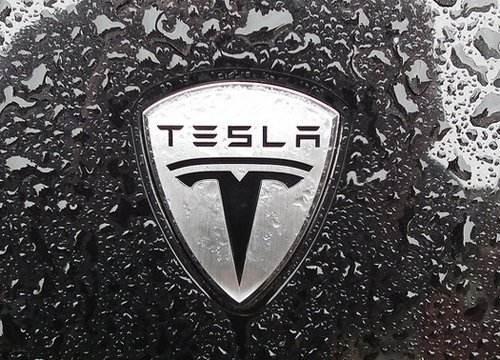 特斯拉增强召唤自动驾驶功能上线 远程操控自动车辆成为现实!