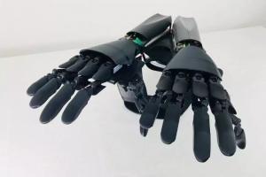 意大利Youbionic公司发明机械手臂,让你拥有真正的第三只手!