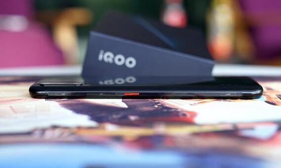 iQOO配置怎么样?vivo iQOO真机开箱外观图赏