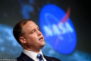 派遣人类定居月球:美国宇航局计划2028年前派遣人类定居月球