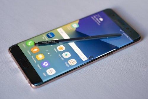 三星Galaxy Note10+或继续用挖孔屏,还是放在中间的那种