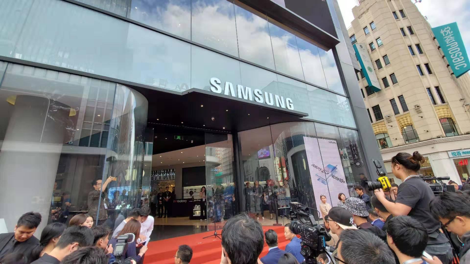 三星上海外滩旗舰体验店开业 三星Galaxy A90 5G发布