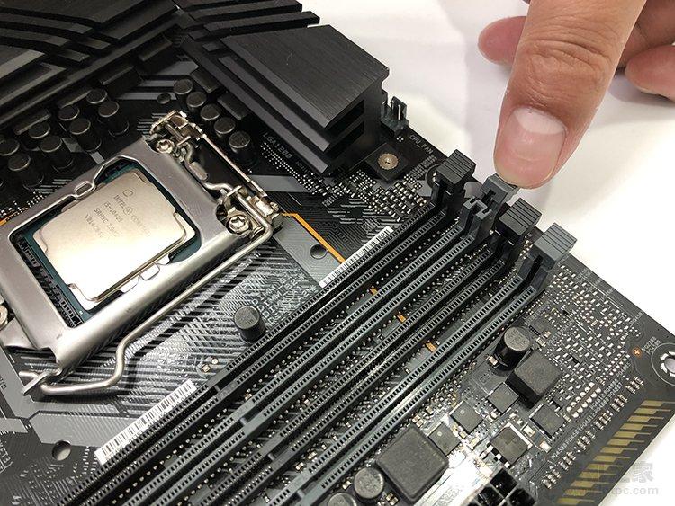 台式电脑内存条怎么安装?台式机双通道内存安装图解方法教程